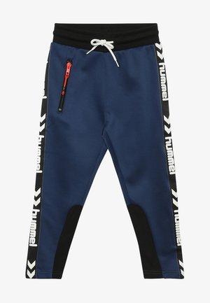 LOKE PANTS - Træningsbukser - black/blue