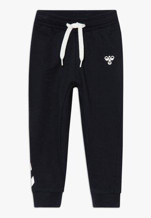 HMLAPPLE - Teplákové kalhoty - black