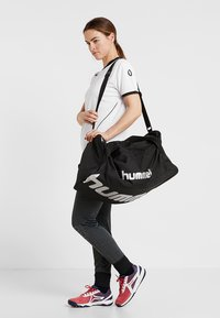 Hummel - CORE SPORTS BAG - Torba sportowa - black - 2