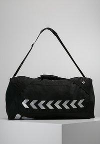 Hummel - CORE SPORTS BAG - Torba sportowa - black - 3