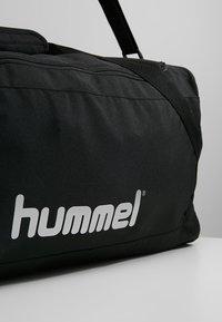 Hummel - CORE SPORTS BAG - Torba sportowa - black - 7