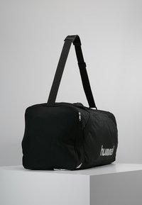 Hummel - CORE SPORTS BAG - Torba sportowa - black - 4