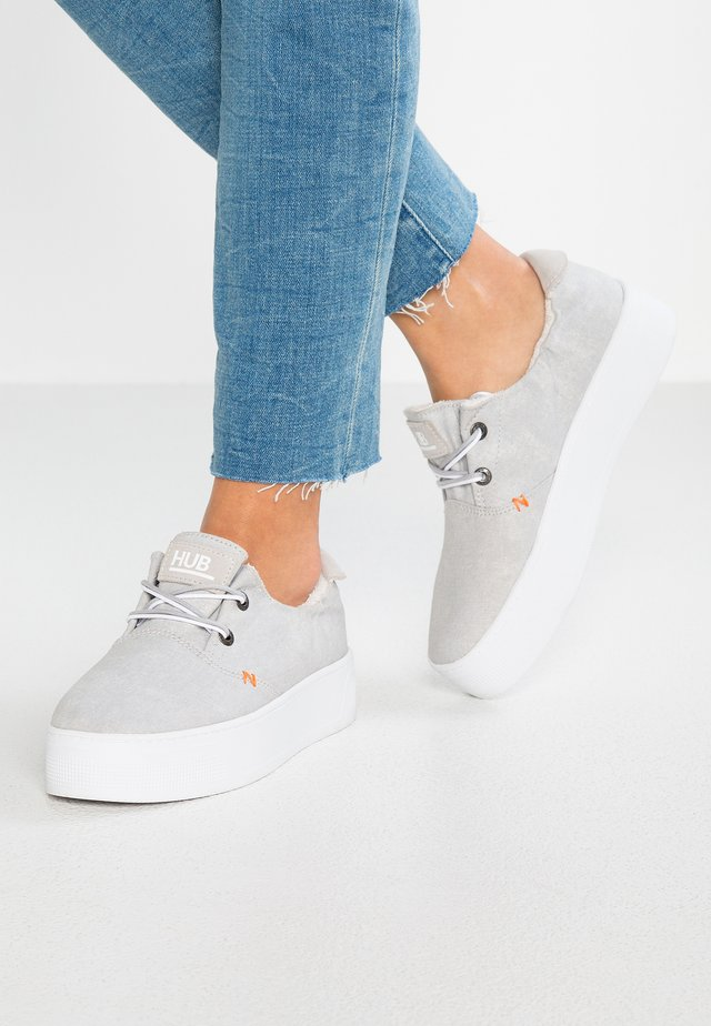 KYOTO XL - Casual lace-ups - neutral grey/white