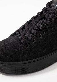 HUB - HOOK-W XL - Sneakers basse - black - 2