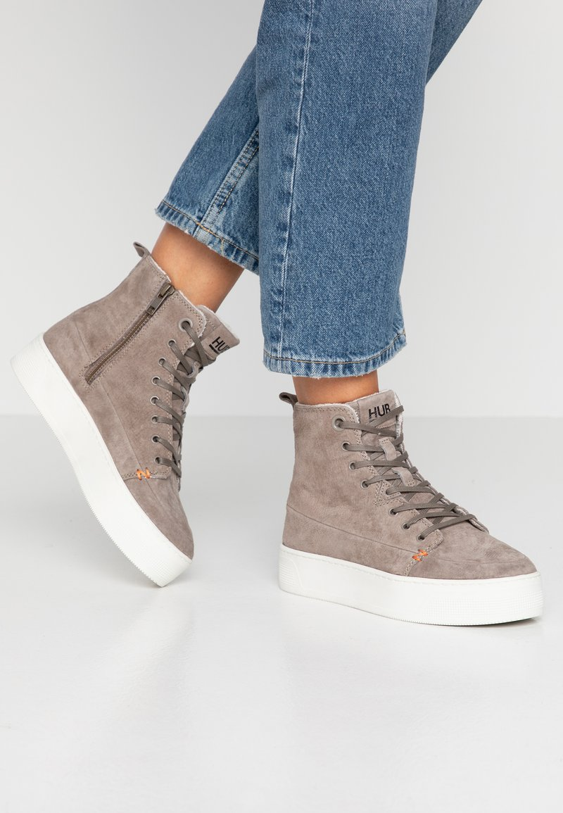 HUB - SUBWAY - Sneakers high - dark taupe/offwhite