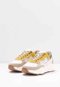 HUB - ROCK - Trainers - offwhite/taupe/lite gum - 4