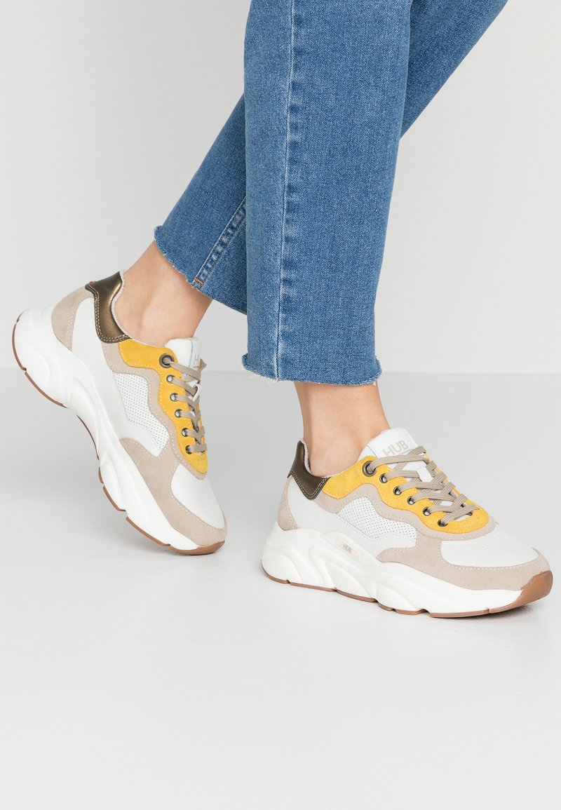 HUB - ROCK - Trainers - offwhite/taupe/lite gum