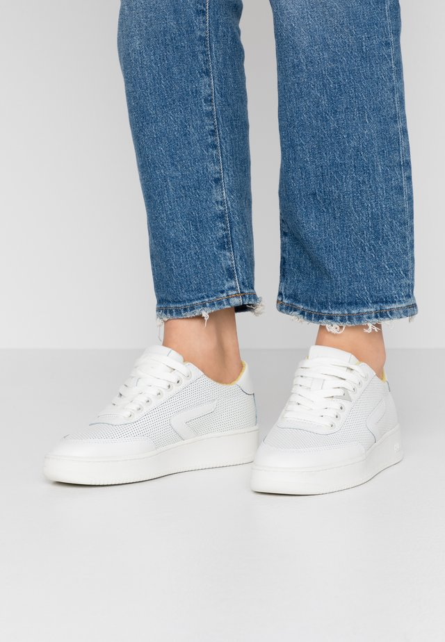 BASELINE - Trainers - offwhite