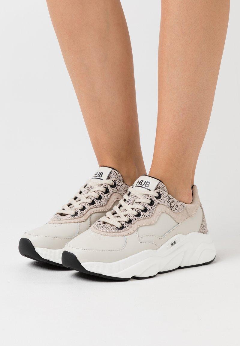 HUB - ROCK - Sneakers laag - light bone/vista/offwhite/black