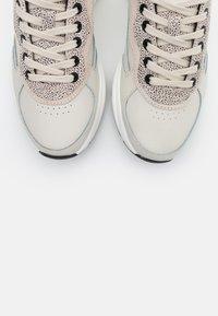 HUB - ROCK - Sneakers laag - light bone/vista/offwhite/black - 5