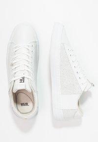 HUB - HOOK - Trainers - white - 2