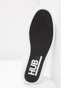 HUB - HOOK - Trainers - white - 5