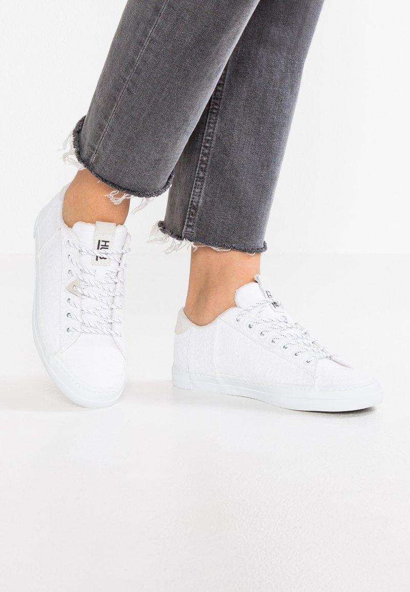 HUB - HOOK - Sneakersy niskie - white