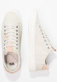 HUB - HOOK - Trainers - lite bone/offwhite - 3