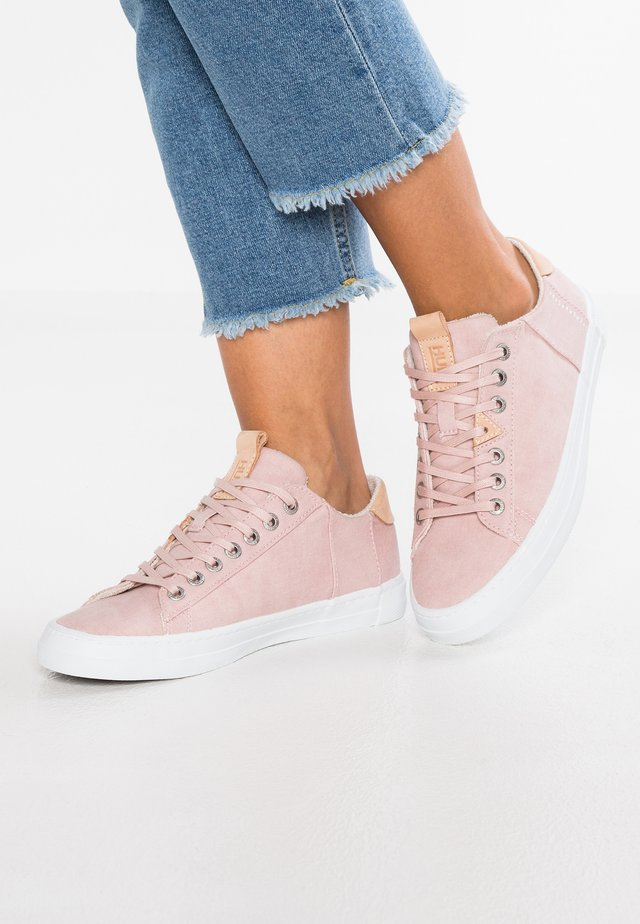 HOOK - Sneaker low - pastel rose/white
