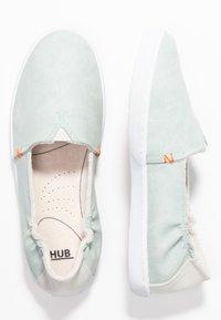 HUB - FUJI - Loaferit/pistokkaat - ice flow/white - 3