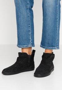 HUB - SERVE - Ankle boots - black - 0