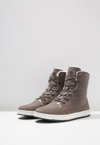 HUB - CHESS  - High-top trainers - grey/offwhite/black - 4