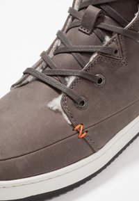 HUB - CHESS  - High-top trainers - grey/offwhite/black - 2