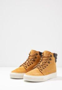 HUB - EASTBOURNE - Sneakersy wysokie - honey brown/offwhite - 2