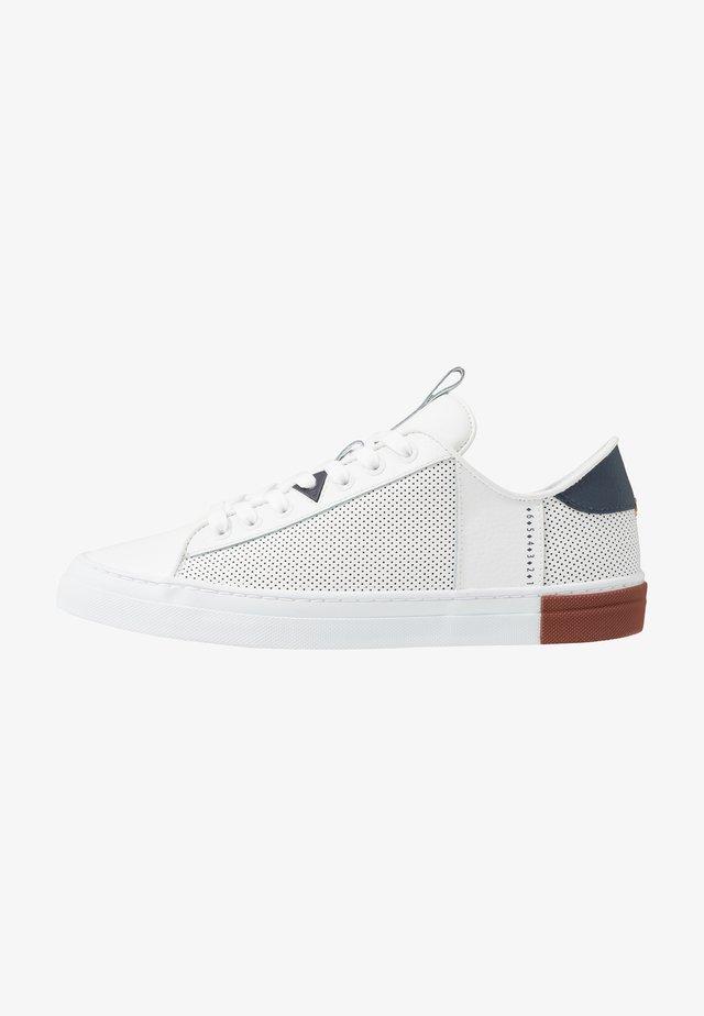 HOOK - Sneakers - white/blue/gravel
