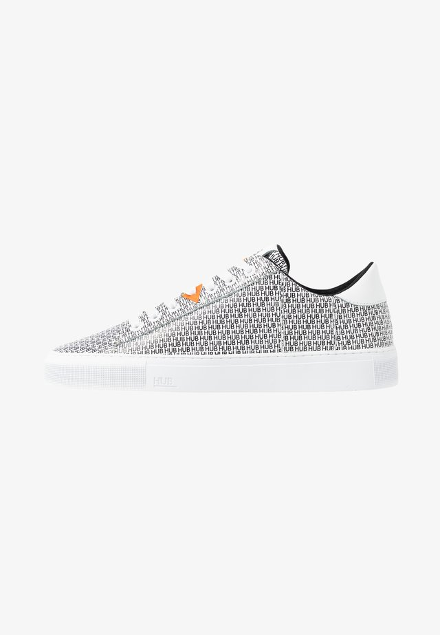 HOOK BRANDED - Sneaker low - white