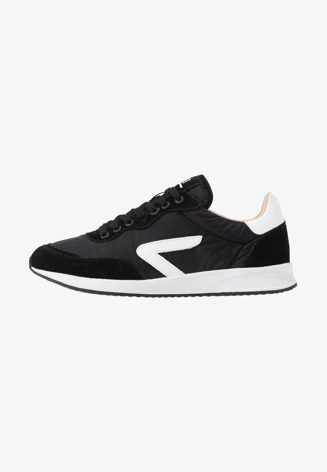 LINE - Trainers - black/white