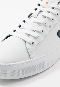 HUB - HOOK  - Trainers - white/blue - 5