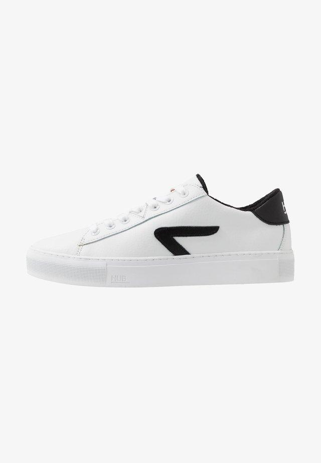 HOOK  - Sneakers - white/black