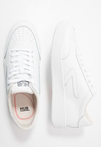 HUB - BASELINE - Trainers - white - 1