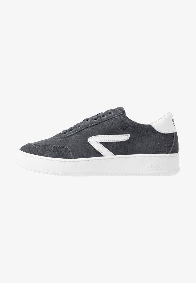 BASELINE - Trainers - navy/off white