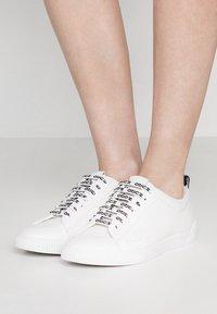 HUGO - TENN - Sneakers laag - white - 0