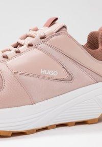 HUGO - HORIZON RUNN - Joggesko - peach whip - 2