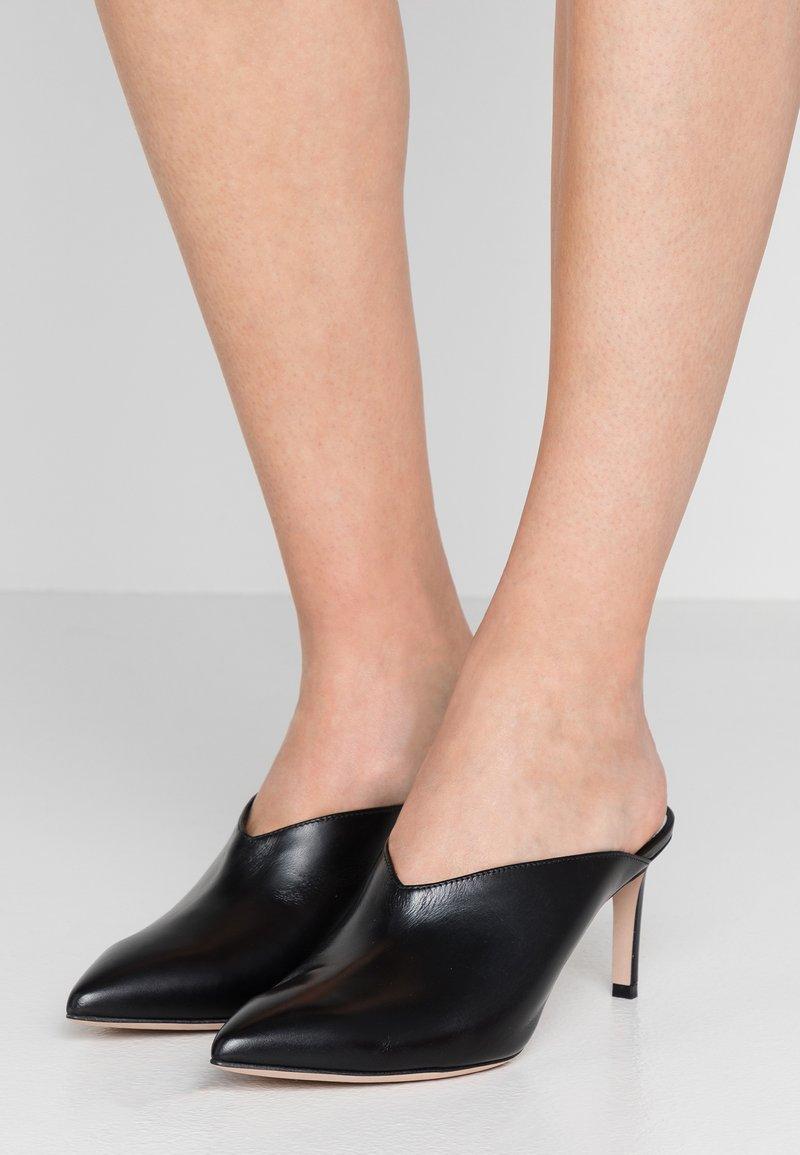 HUGO - MAYFAIR SABOT - Pantofle na podpatku - black