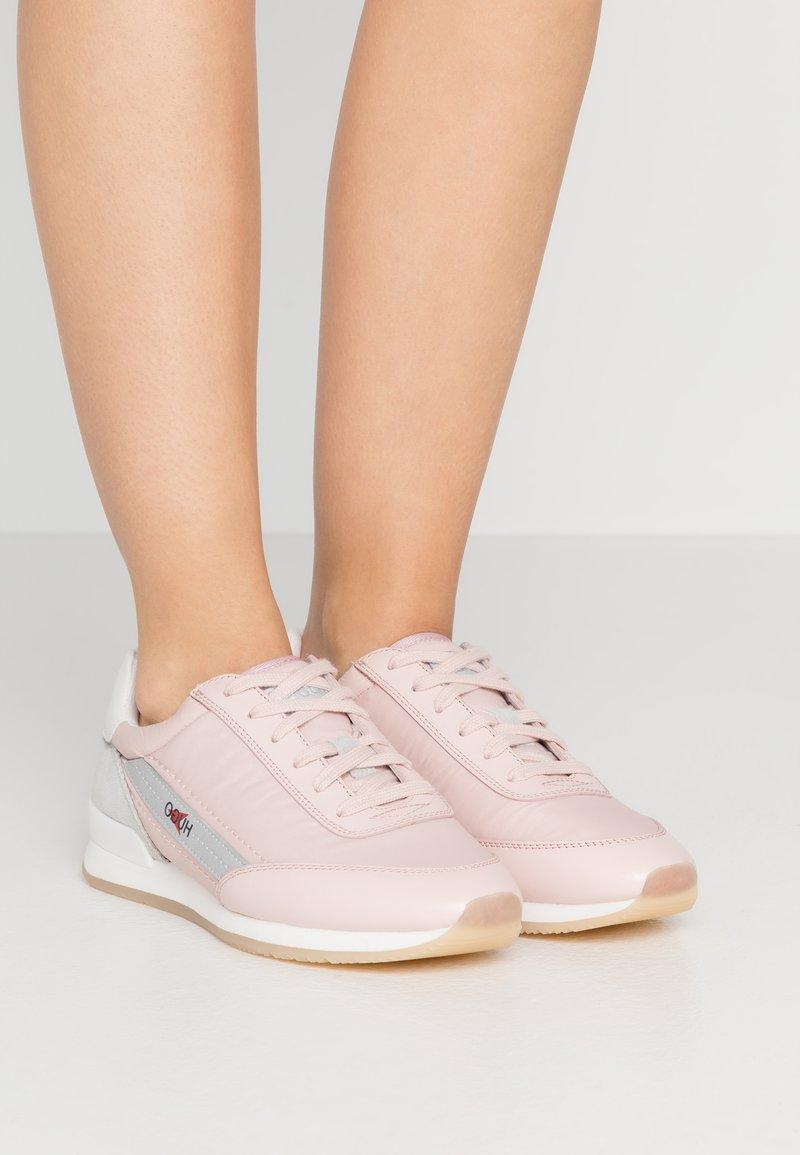 HUGO - AMY LACE UP - Tenisky - pastel pink