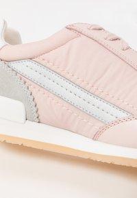 HUGO - AMY LACE UP - Tenisky - pastel pink - 2