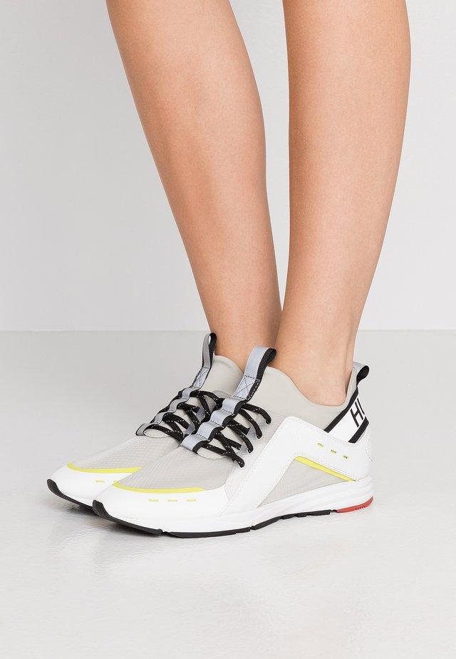 HYBRID RUN - Zapatillas - white