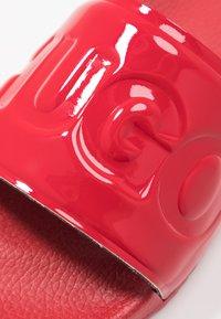 HUGO - TIME OUT SLIDE - Matalakantaiset pistokkaat - red - 2