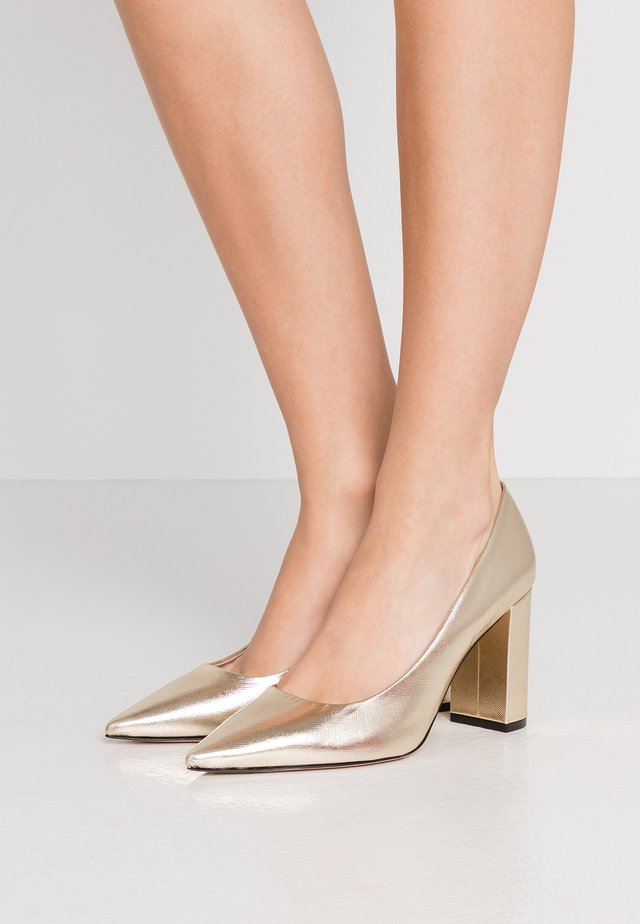 INES CHUNKY - Klassiska pumps - gold