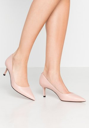 INES - Klassiske pumps - open pink