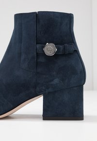 HUGO - UPTOWN BOOTIE - Korte laarzen - night blue