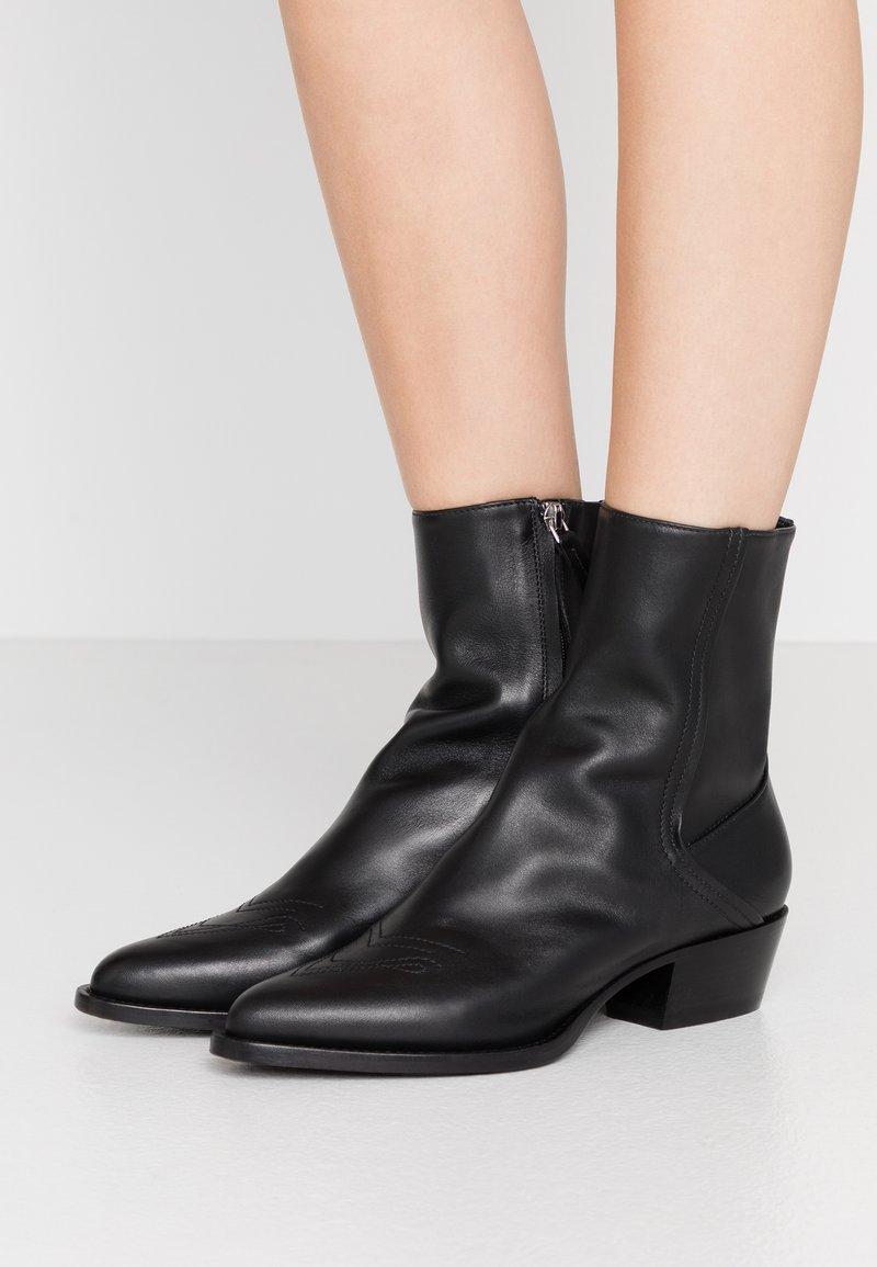 HUGO - ISABEL  - Cowboy/biker ankle boot - black