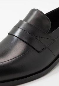 HUGO - MIDTOWN - Business loafers - black - 5