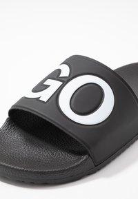HUGO - TIMEOUT SLIP - Sandaler - black - 6