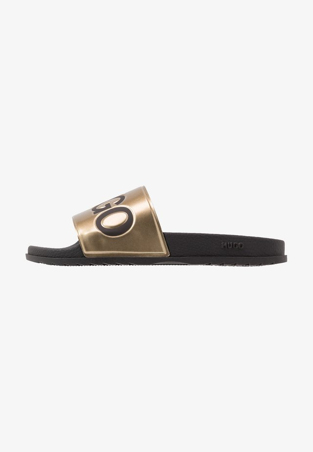MATCH SLID - Sandalias planas - black/gold