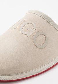 HUGO - COZY SLIP - Slippers - light beige - 5
