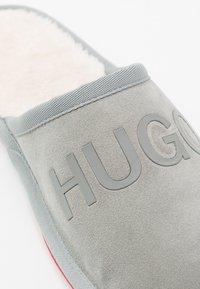 HUGO - COZY SLIP - Slippers - light/pastel grey - 5