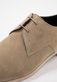 HUGO - MIDTOWN - Business sko - medium beige - 5