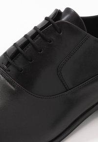HUGO - BOHEME - Elegantní šněrovací boty - black - 5
