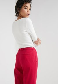 HUGO - HARILE - Spodnie materiałowe - open red - 3